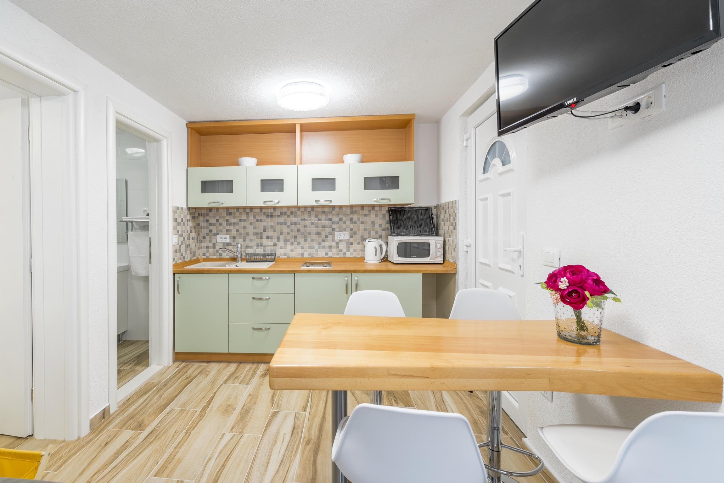 Ferienwohnung Wohnung mit 2 Zimmern in Baaka Voda mit herrlichem Meerblick, möblierter Terrasse und W-L (2201397), Baška Voda, , Dalmatien, Kroatien, Bild 5