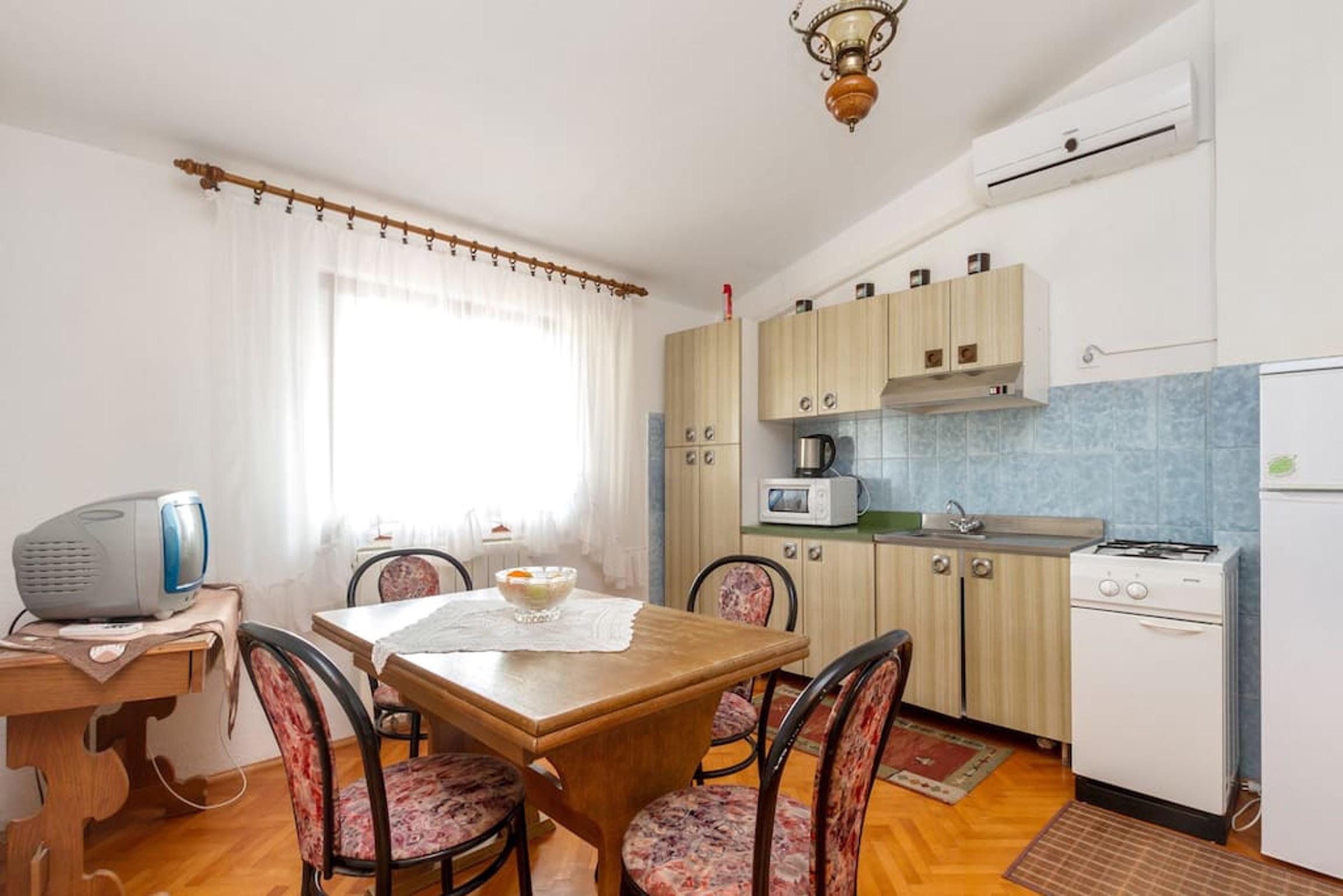 Ferienwohnung Wohnung mit 3 Zimmern in Seget Vranjica mit herrlichem Meerblick und eingezäuntem Garten - (2339638), Seget Donji, , Dalmatien, Kroatien, Bild 3