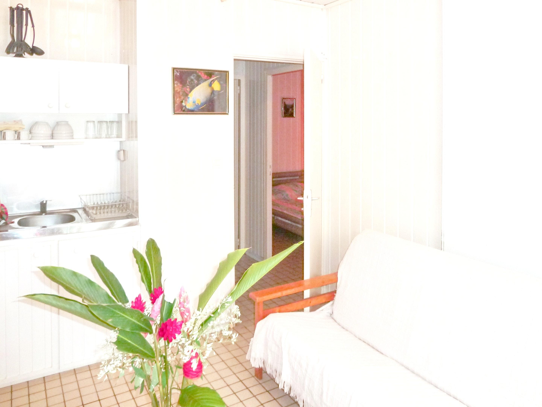 Bungalow mit 2 Schlafzimmern in Bouillante mit m&o Hütte