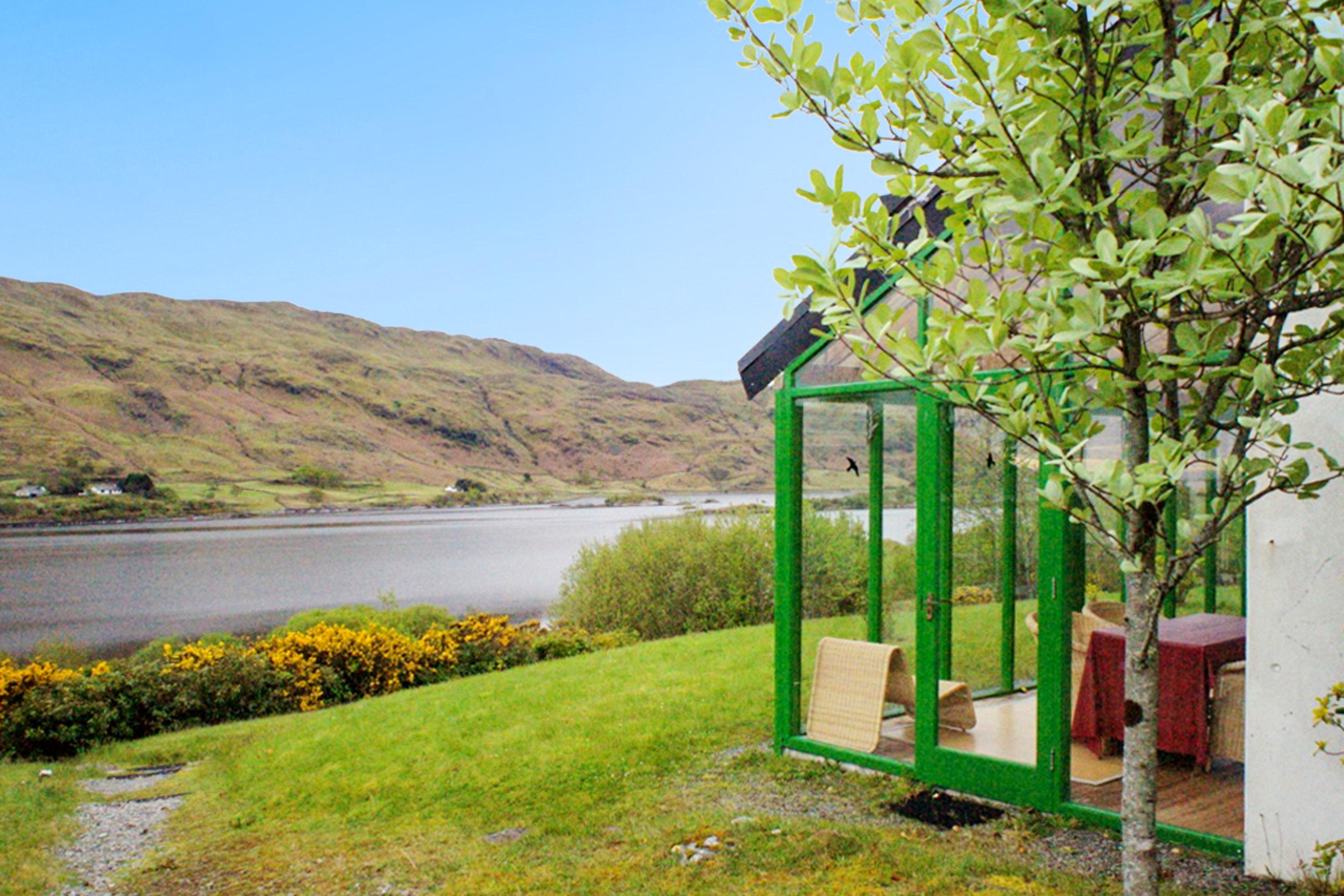 Haus mit einem Schlafzimmer in Tourmakeady Derrypark mit bezauberndem Seeblick und eingezäuntem Garten 25 km vom Strand entfernt