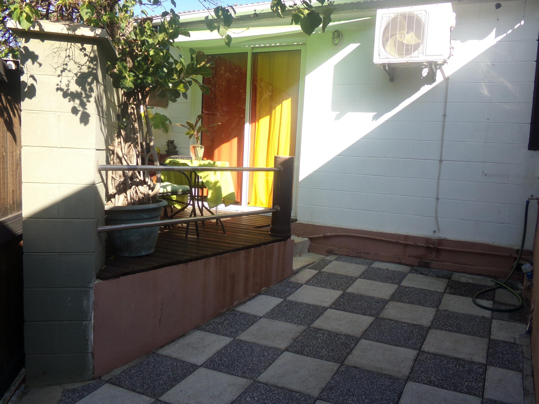 Bungalow mit einem Schlafzimmer in Etang-Sal&eacut Bungalow in Afrika