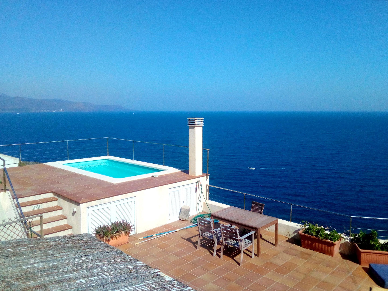Wohnung mit einem Schlafzimmer in El Port de la Selva mit herrlichem Meerblick Pool möbliertem Garten 200 m vom Strand entfernt