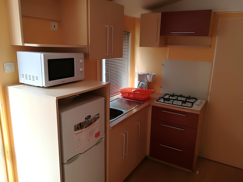Bungalow mit 3 Schlafzimmern in Le Grau-du-Roi mit Hütte
