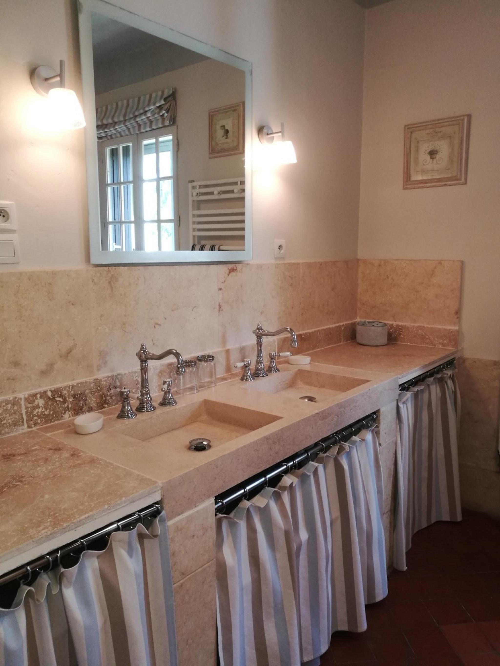 Ferienhaus Haus mit 6 Schlafzimmern in Pernes-les-Fontaines mit privatem Pool, möbliertem Garten und  (2377414), Pernes les Fontaines, Saône-et-Loire, Burgund, Frankreich, Bild 41