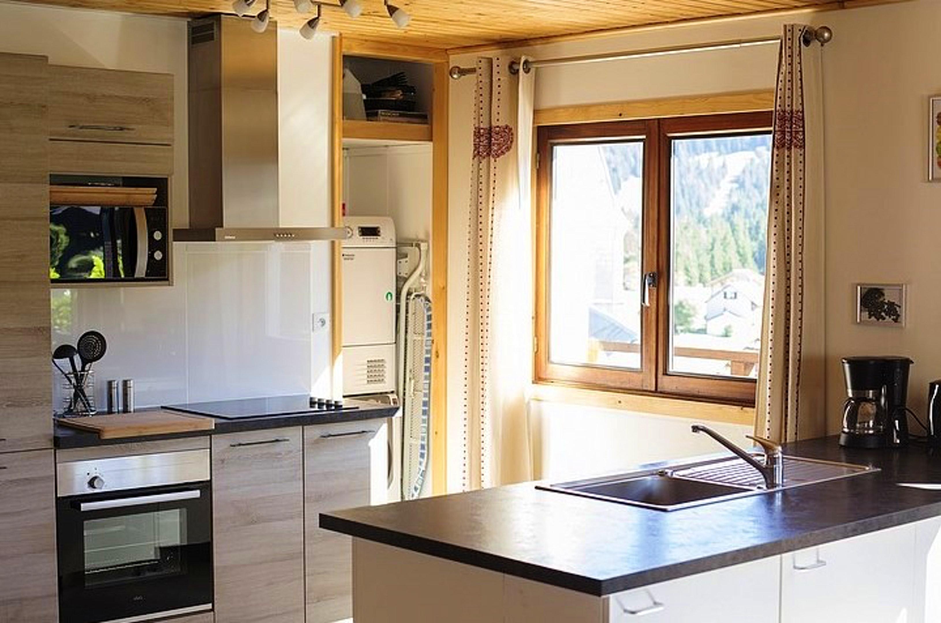 Maison de vacances Hütte mit 7 Schlafzimmern in Les Moussières mit toller Aussicht auf die Berge, möblierter  (2677371), Les Moussières, Jura, Franche-Comté, France, image 4