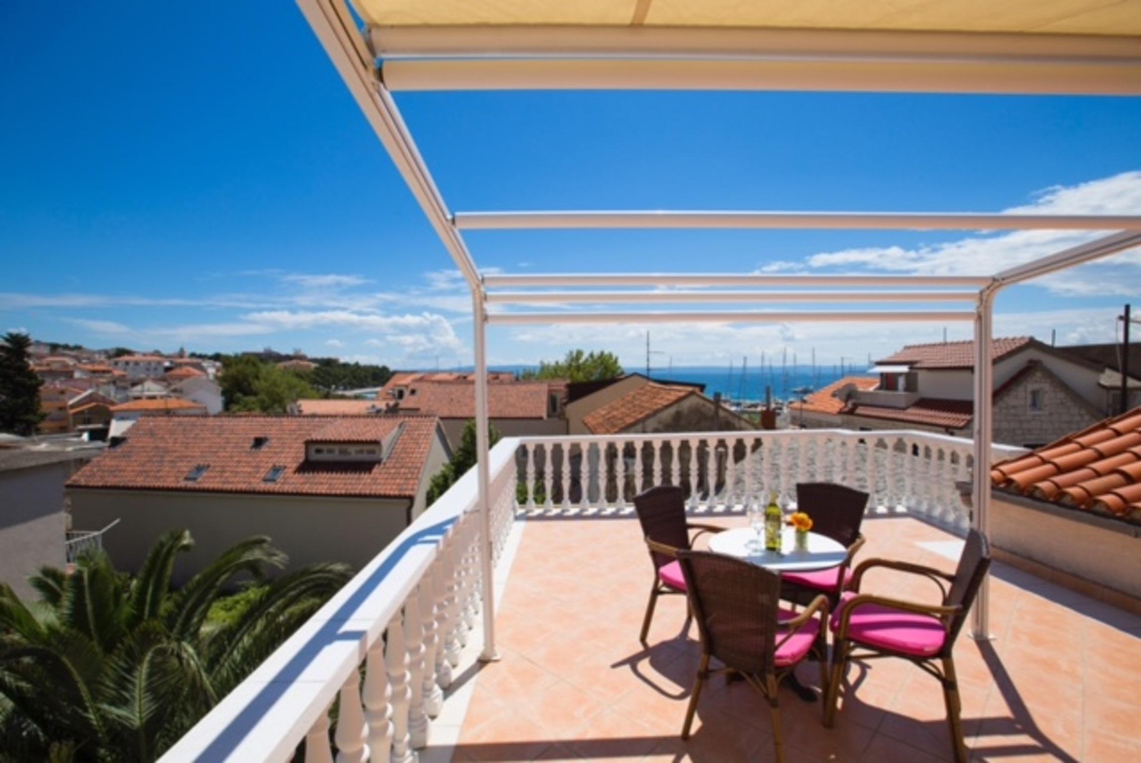 Ferienwohnung Wohnung mit 2 Zimmern in Baaka Voda mit herrlichem Meerblick, möblierter Terrasse und W-L (2201397), Baška Voda, , Dalmatien, Kroatien, Bild 1