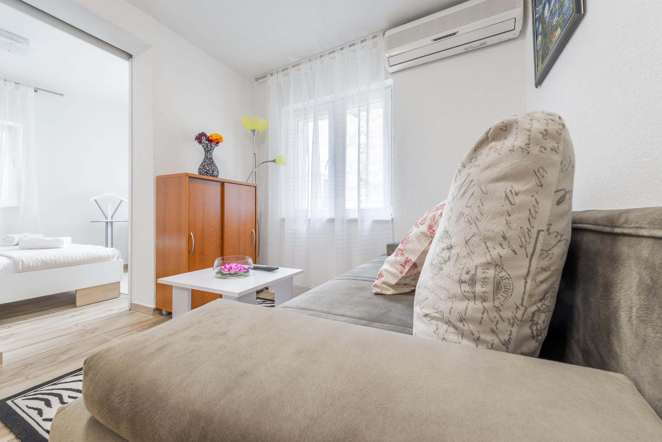 Ferienwohnung Wohnung mit 2 Zimmern in Baaka Voda mit herrlichem Meerblick, möblierter Terrasse und W-L (2201397), Baška Voda, , Dalmatien, Kroatien, Bild 7