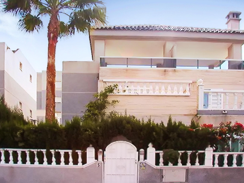 Maison de vacances Haus mit 2 Schlafzimmern in Torrevieja, Alicante mit schöner Aussicht auf die Stadt, Pool, (2201630), Torrevieja, Costa Blanca, Valence, Espagne, image 47