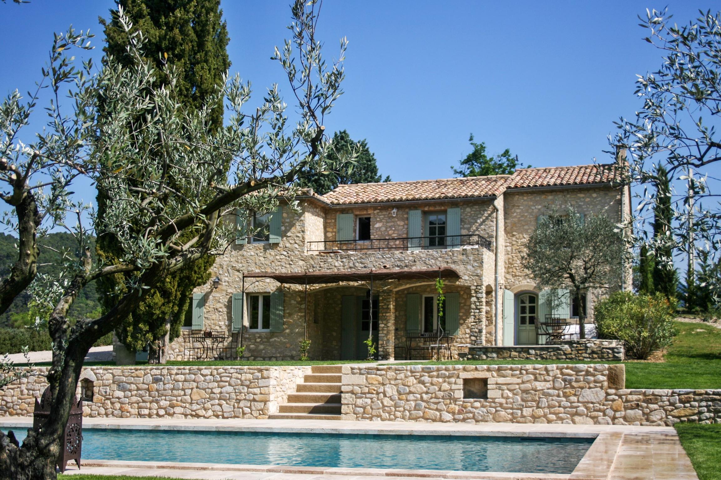 Gut Ausgestattete Villa Mit Pool Auf 4 Hektar Großem Grund, Umgeben Von  Wald Und Einem Fluss.,