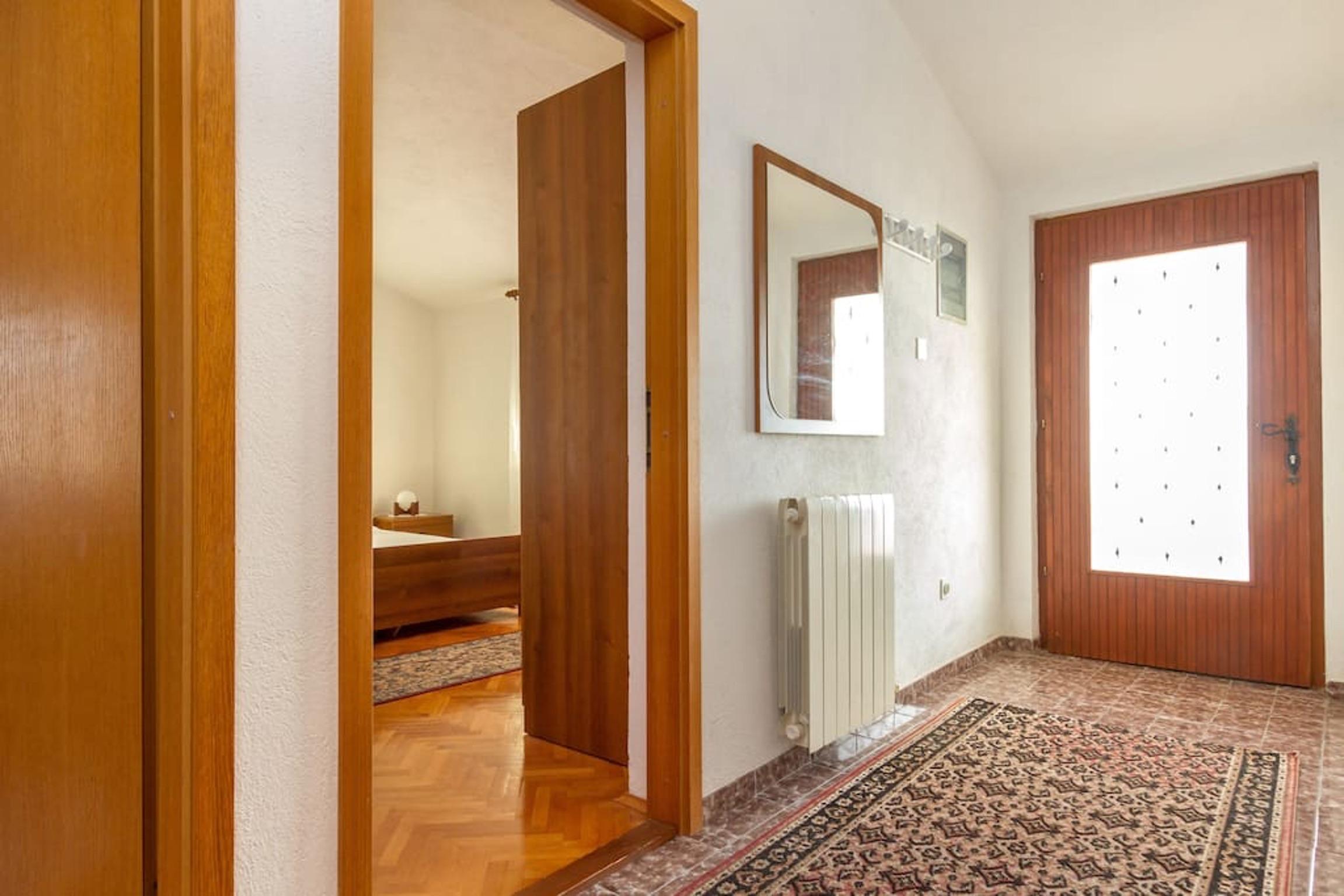 Ferienwohnung Wohnung mit 3 Zimmern in Seget Vranjica mit herrlichem Meerblick und eingezäuntem Garten - (2339638), Seget Donji, , Dalmatien, Kroatien, Bild 8