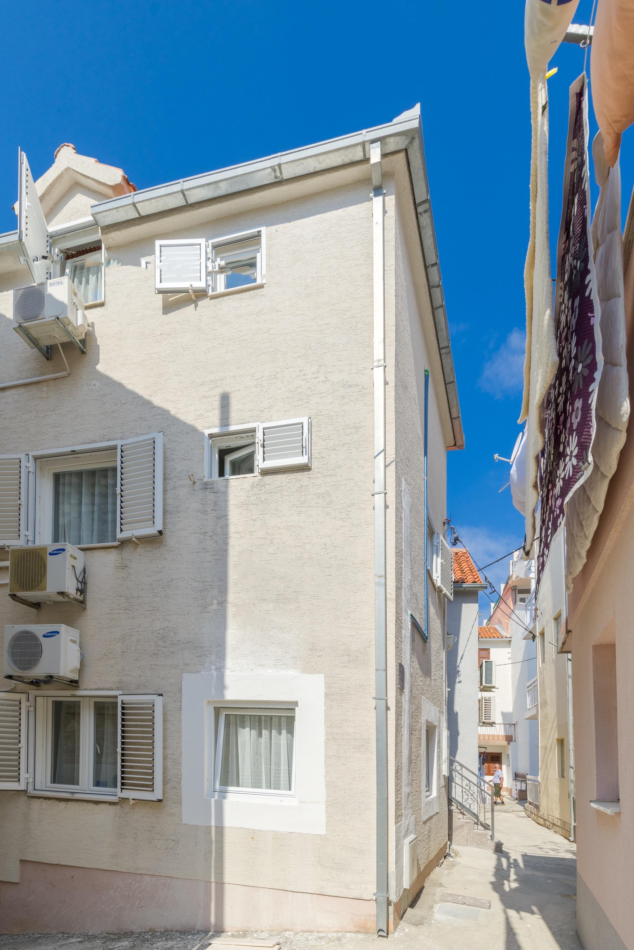 Ferienwohnung Wohnung mit 2 Zimmern in Baaka Voda mit herrlichem Meerblick, möblierter Terrasse und W-L (2201397), Baška Voda, , Dalmatien, Kroatien, Bild 8