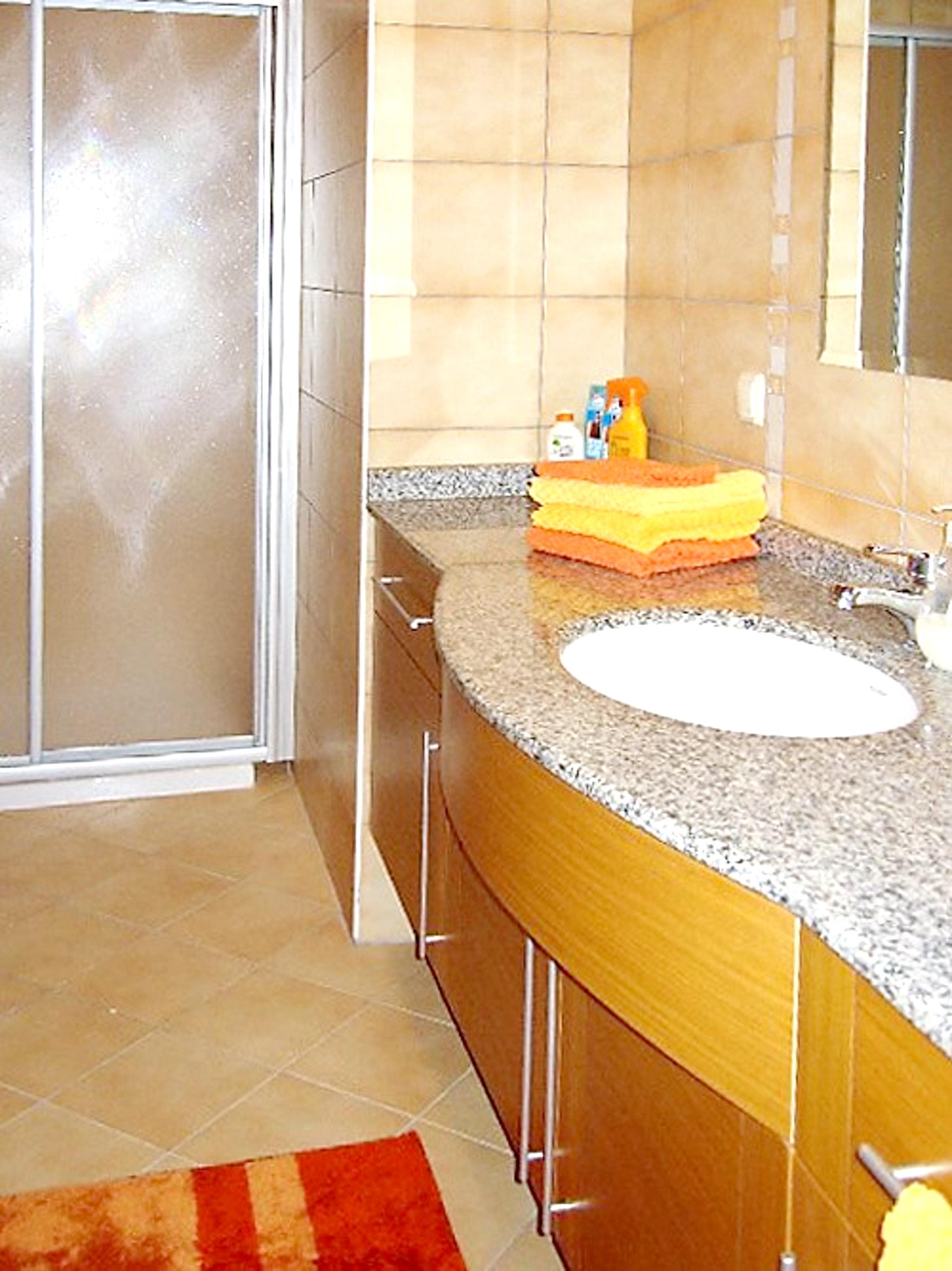 Maison de vacances Moderne türkische Villa mit zwei Pools, herrlicher Aussicht, WLAN und Zugang zu einem Priv (2202326), Turgutreis, , Région Egéenne, Turquie, image 24