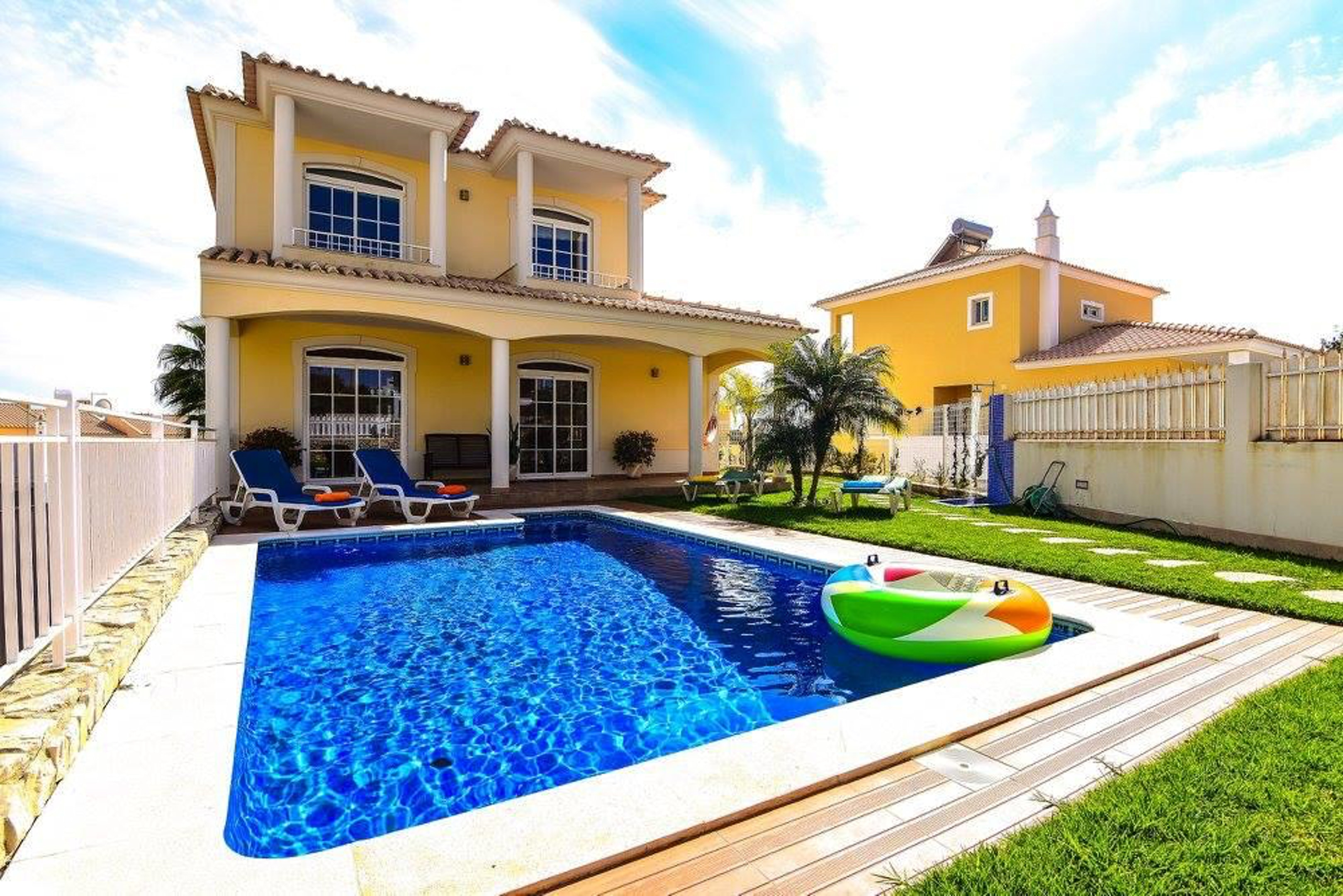 Villa with 3 bedrooms in Armação de Pêra, with wonderful sea view, private pool, furnished garden