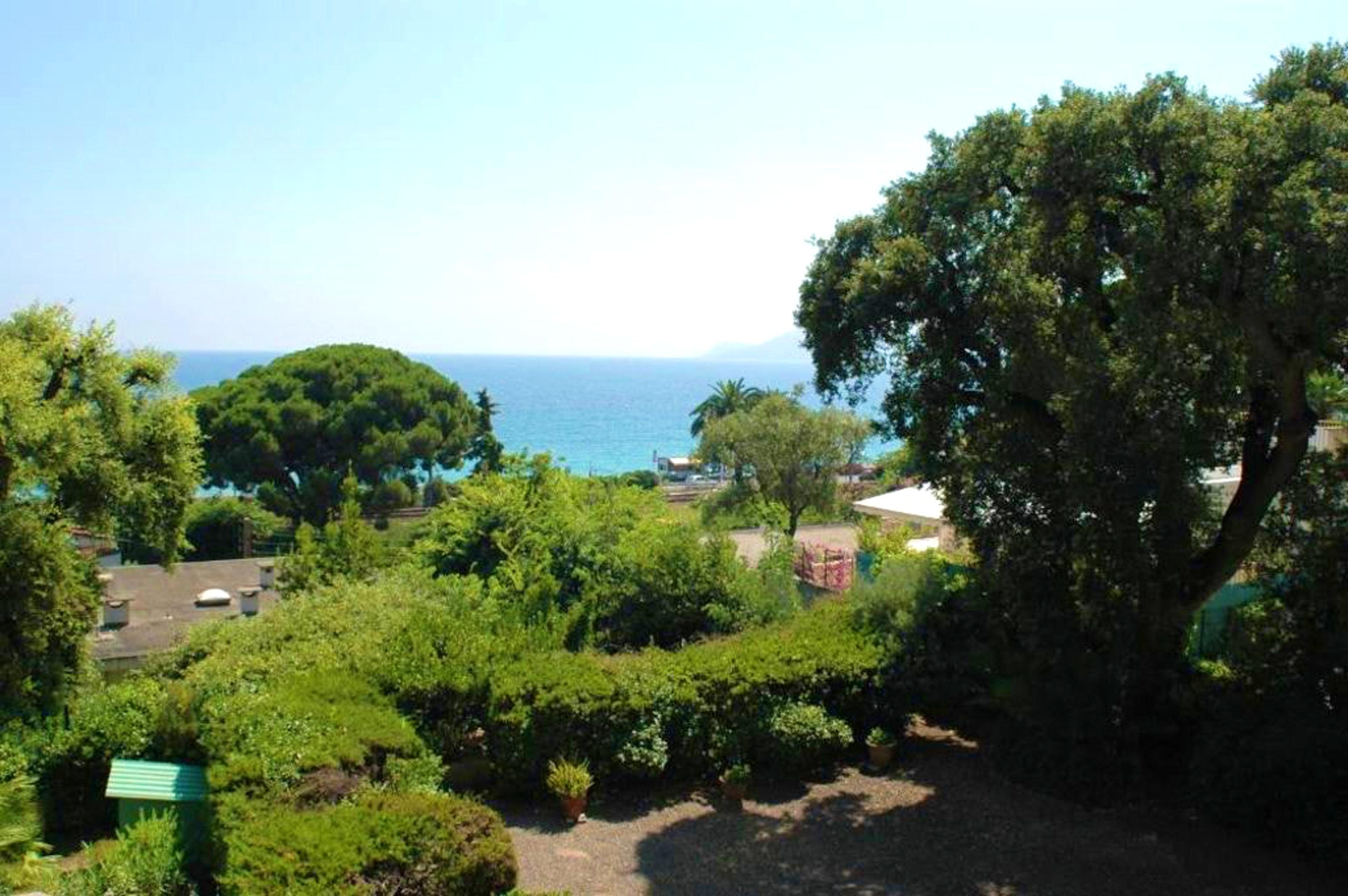 Holiday apartment Studio in Cannes mit herrlichem Meerblick und eingezäuntem Garten - 250 m vom Strand entfe (2271483), Cannes la Bocca, Côte d'Azur, Provence - Alps - Côte d'Azur, France, picture 10