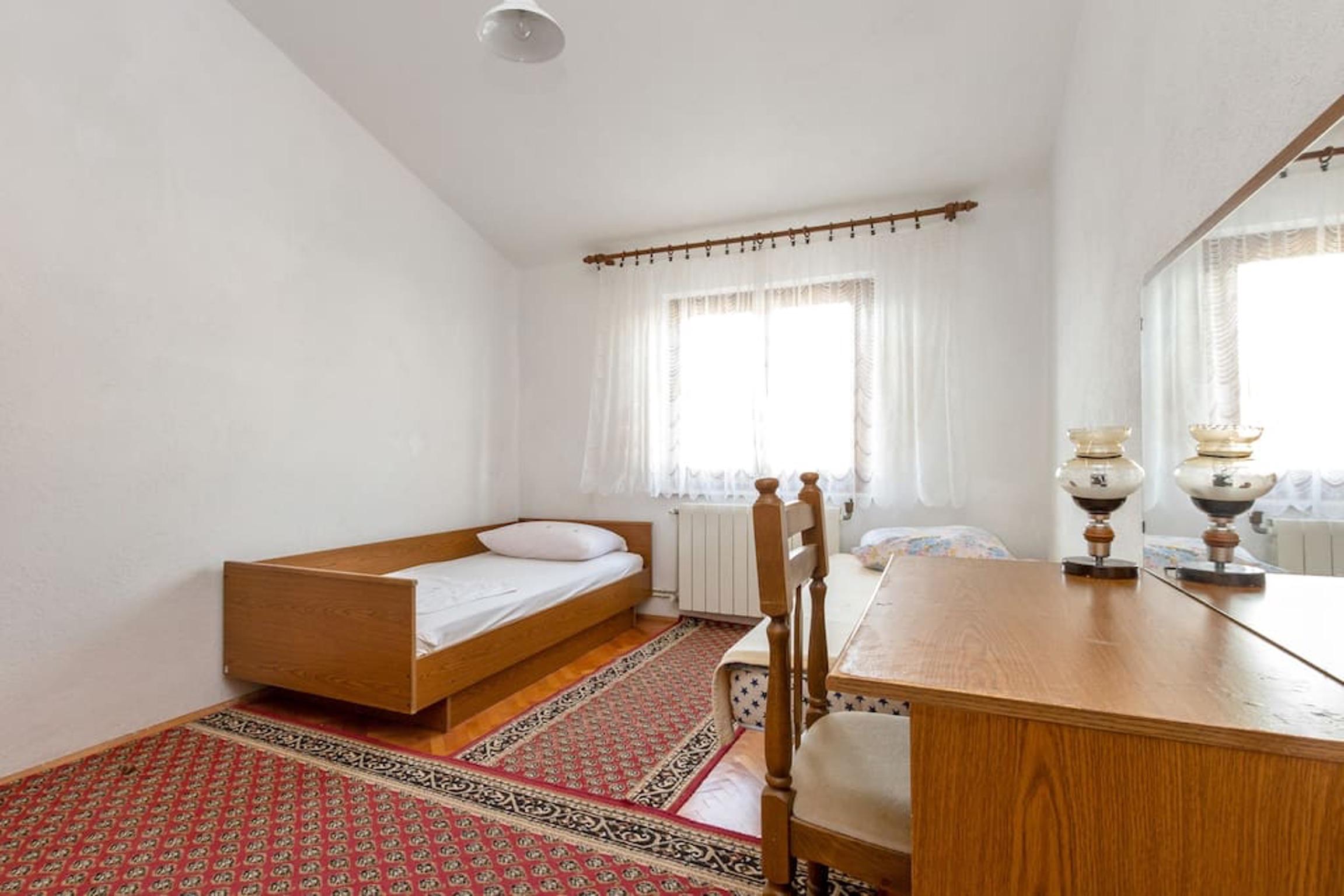 Ferienwohnung Wohnung mit 3 Zimmern in Seget Vranjica mit herrlichem Meerblick und eingezäuntem Garten - (2339638), Seget Donji, , Dalmatien, Kroatien, Bild 4