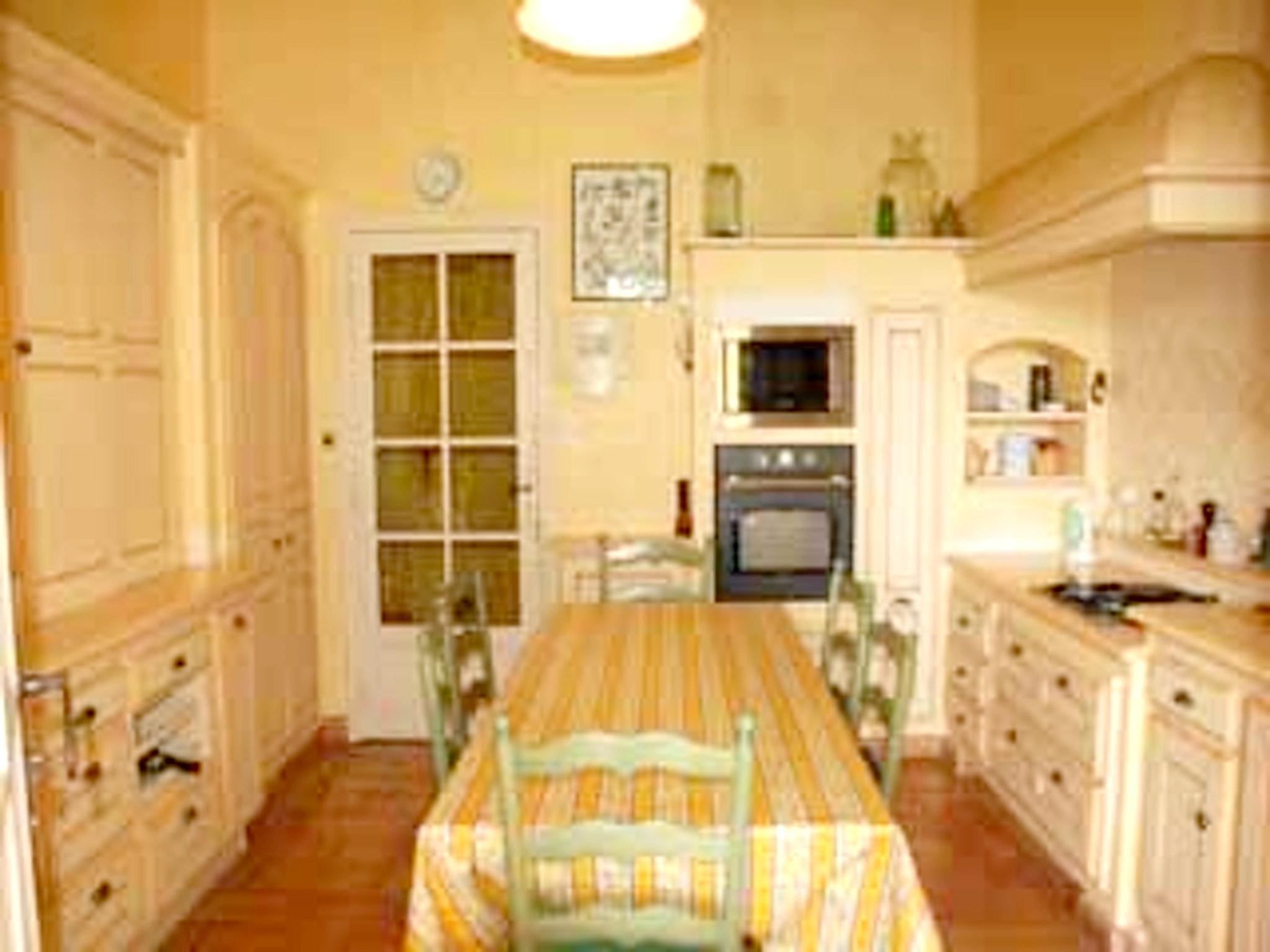 Ferienhaus Villa mit 4 Schlafzimmern in Pernes-les-Fontaines mit toller Aussicht auf die Berge, priva (2519446), Pernes les Fontaines, Saône-et-Loire, Burgund, Frankreich, Bild 47