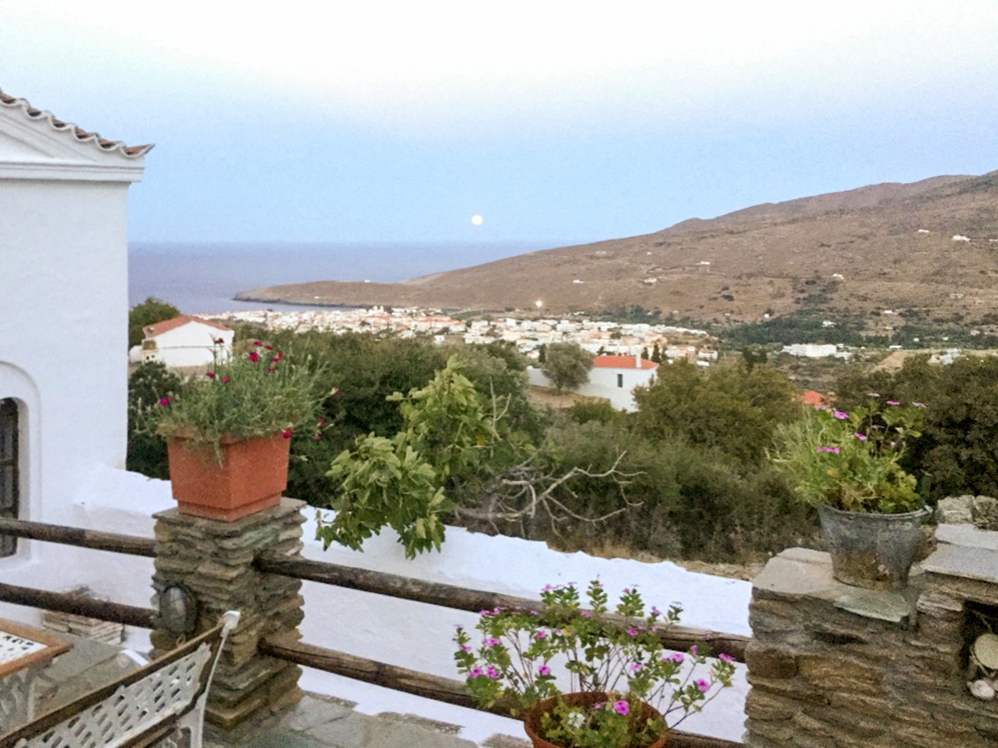 Holiday house Großes Haus in Ypsila mit vier Schlafzimmern und möblierter Terrasse - 4,5 km vom Meer ent (2201790), Andros, Andros, Cyclades, Greece, picture 1