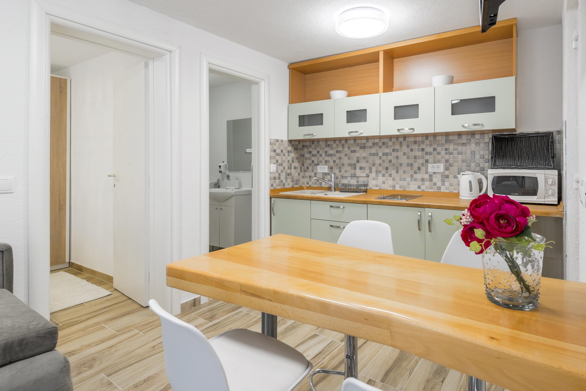 Ferienwohnung Wohnung mit 2 Zimmern in Baaka Voda mit herrlichem Meerblick, möblierter Terrasse und W-L (2201397), Baška Voda, , Dalmatien, Kroatien, Bild 10