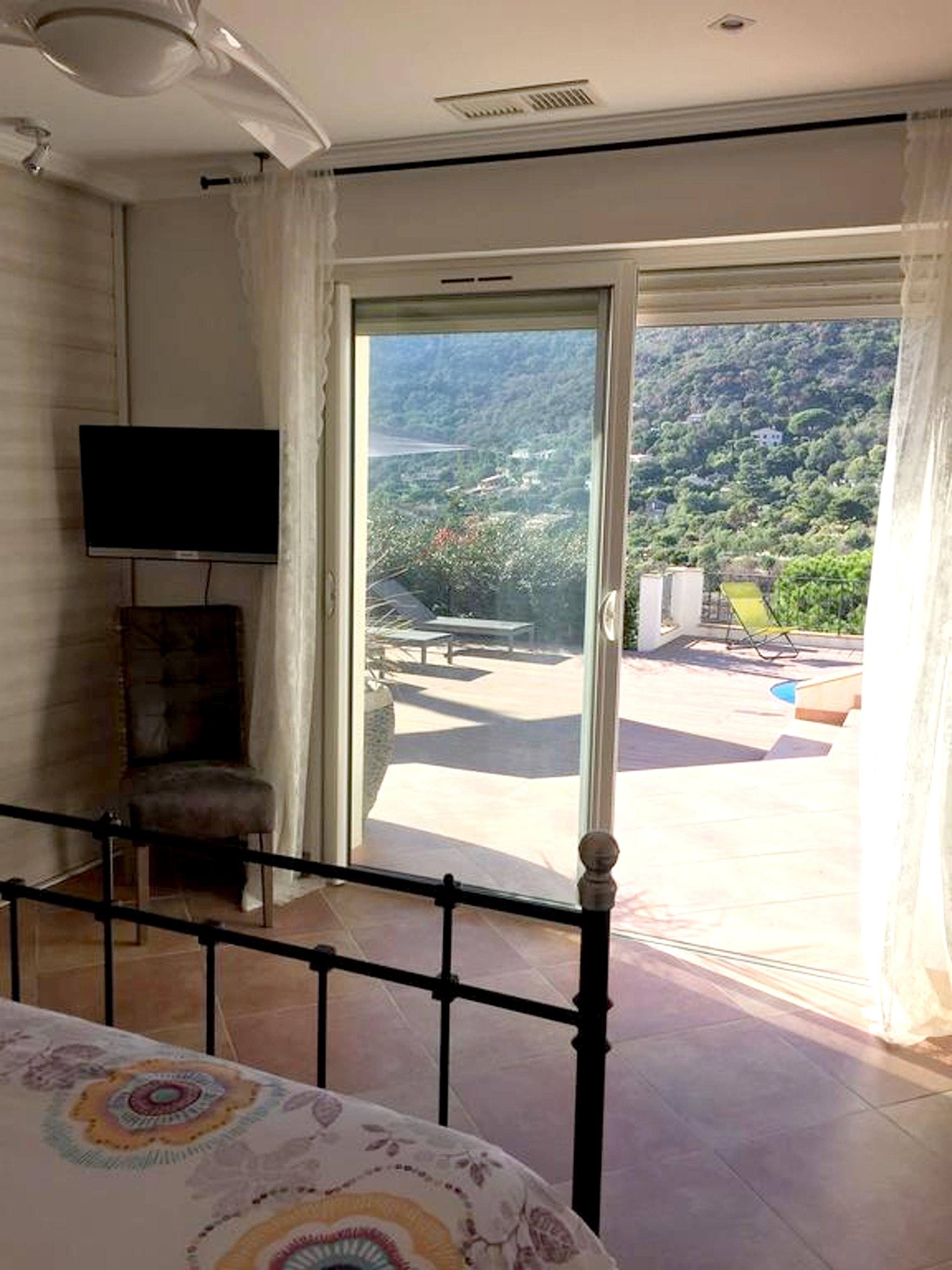 Maison de vacances Villa mit 5 Schlafzimmern in Rayol-Canadel-sur-Mer mit toller Aussicht auf die Berge, priv (2201555), Le Lavandou, Côte d'Azur, Provence - Alpes - Côte d'Azur, France, image 22