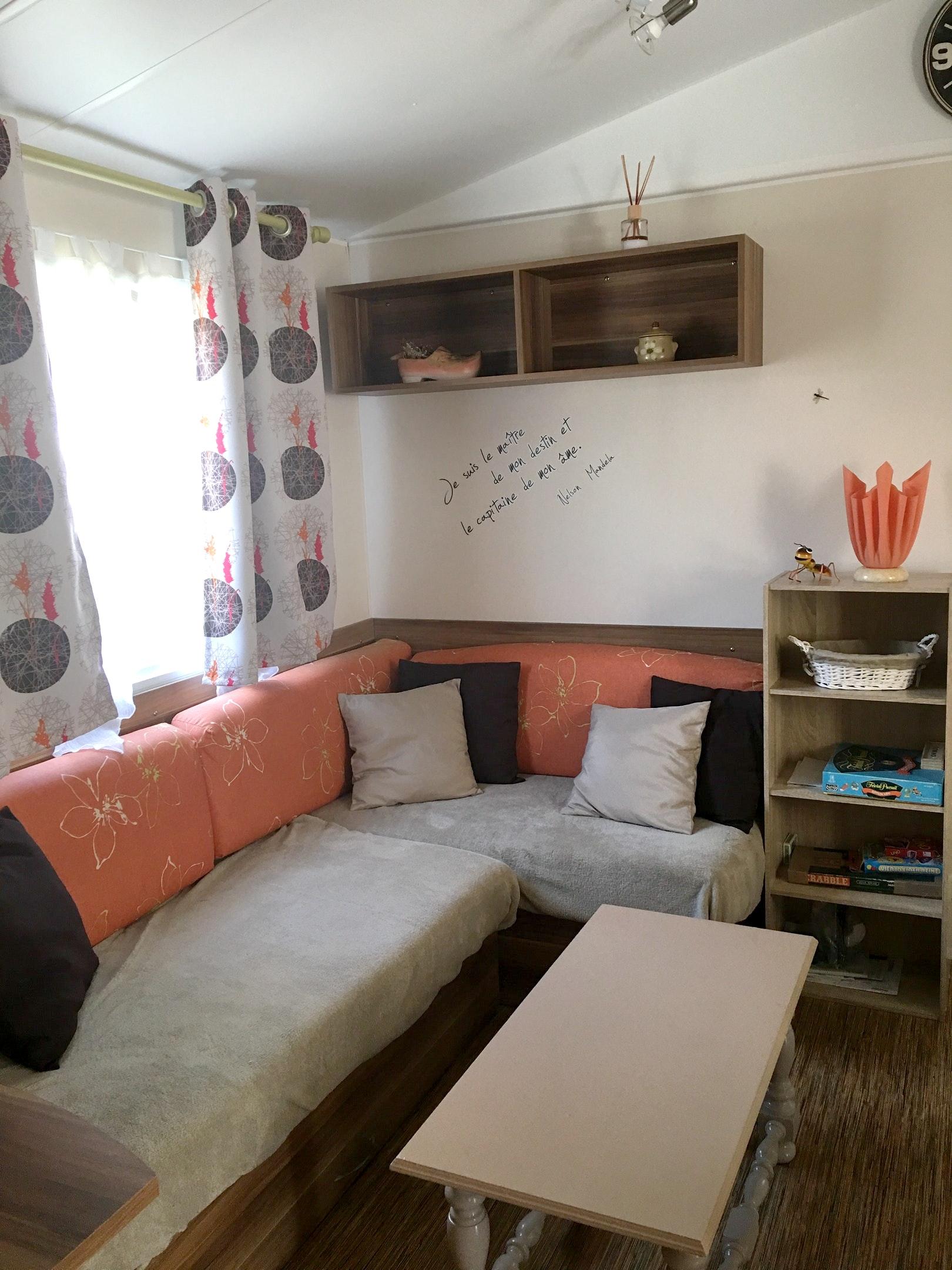 Bungalow mit 2 Schlafzimmern in Saint-Julien-en-Bo Hütte