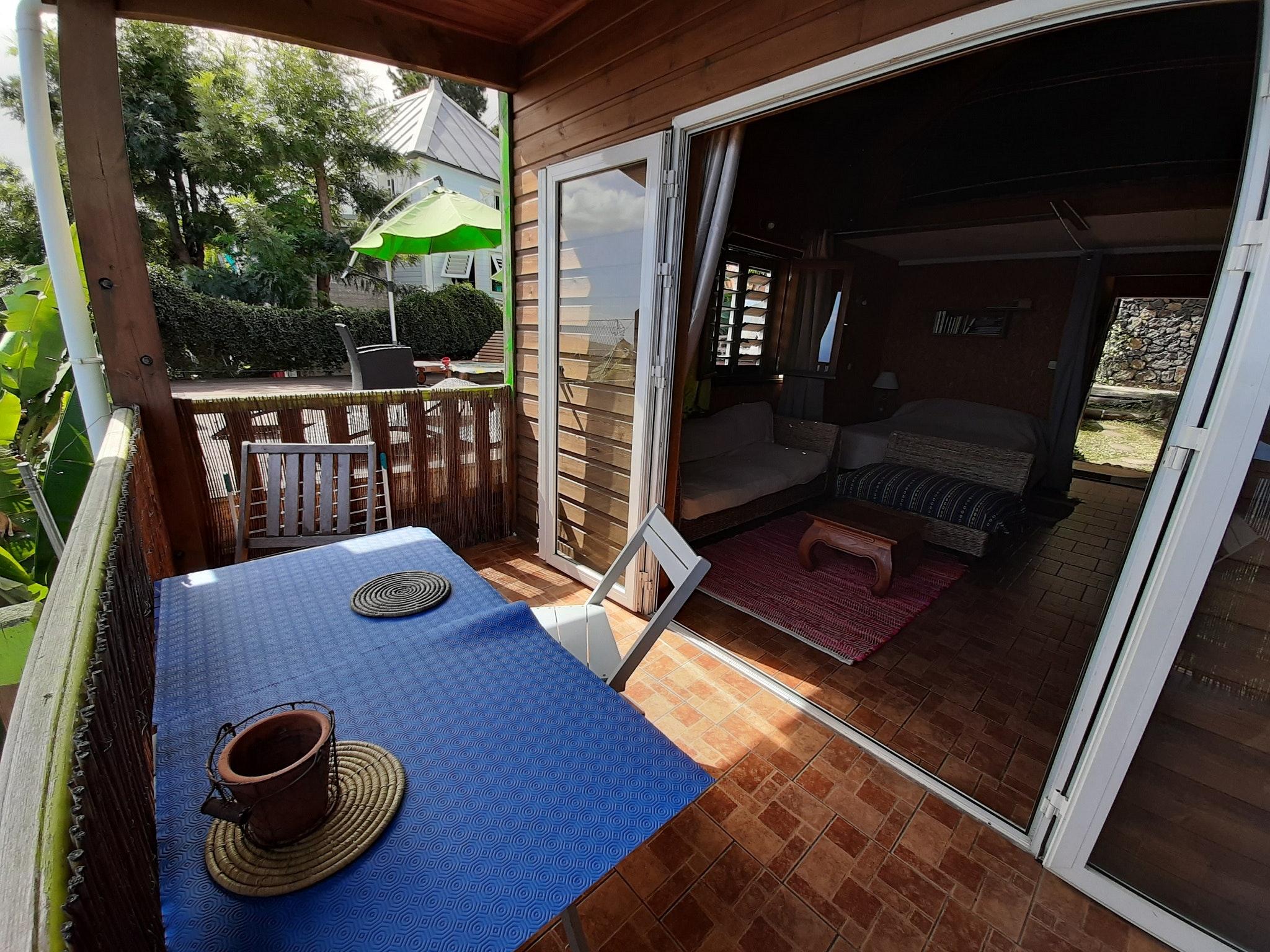 Bungalow mit einem Schlafzimmer in Saint Leu mit h Bungalow in Afrika
