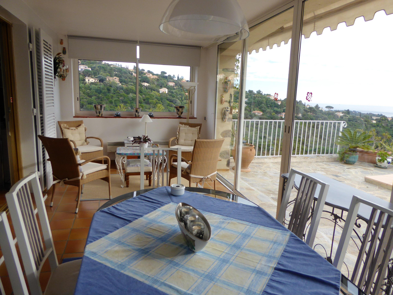 Ferienhaus Villa mit 4 Schlafzimmern in La Croix-Valmer mit herrlichem Meerblick, privatem Pool, eing (2202594), La Croix Valmer, Côte d'Azur, Provence - Alpen - Côte d'Azur, Frankreich, Bild 6
