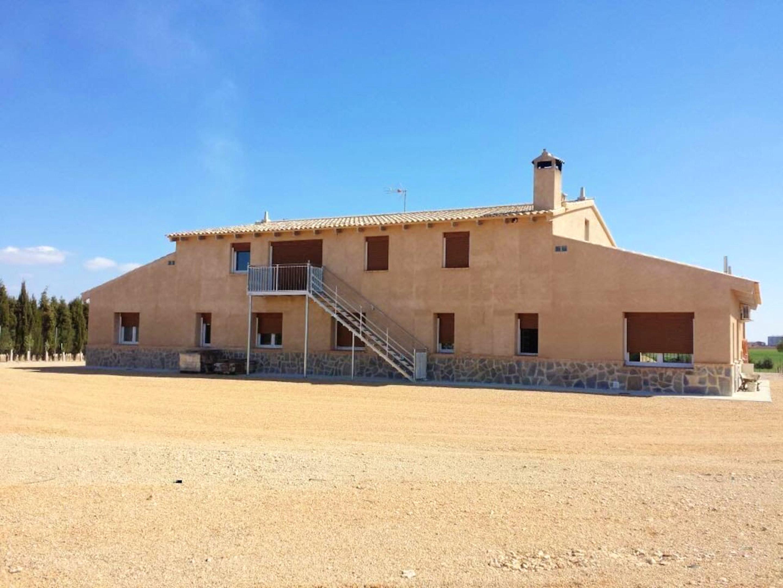 Villa mit 4 Schlafzimmern in Villarrobledo mit pri Villa