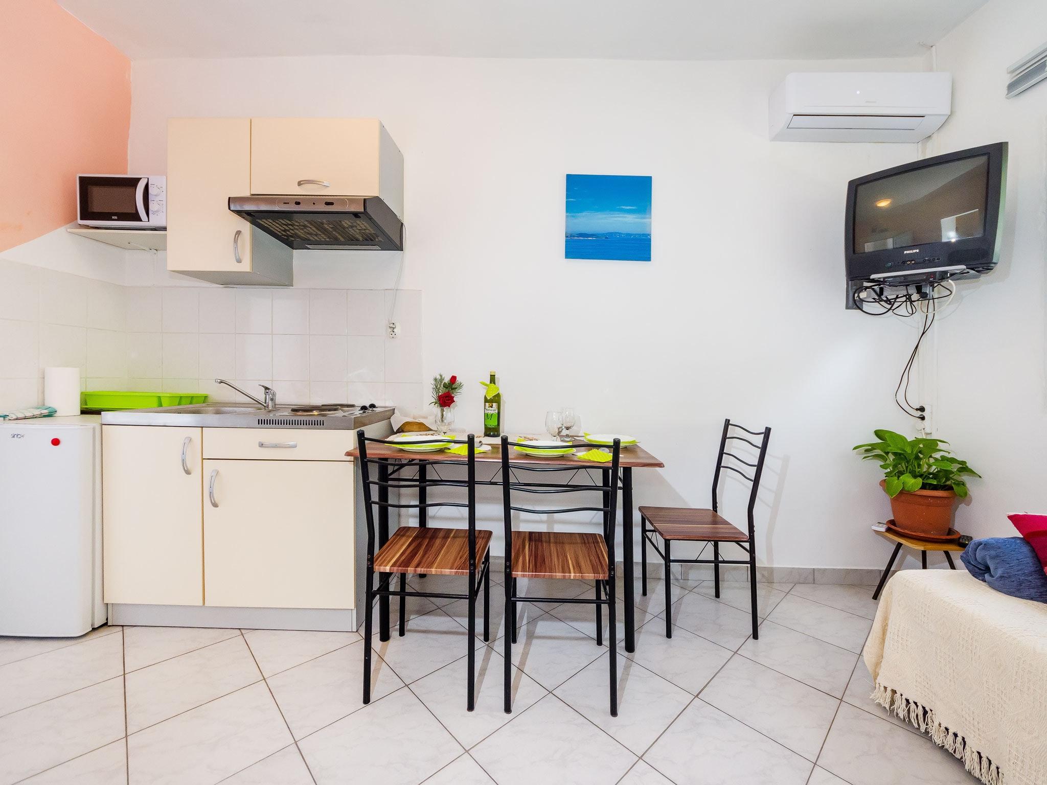 Holiday apartment Wohnung mit einem Zimmer in Zadar mit eingezäuntem Garten und W-LAN - 1 km vom Strand entf (2201234), Zadar, , Dalmatia, Croatia, picture 2