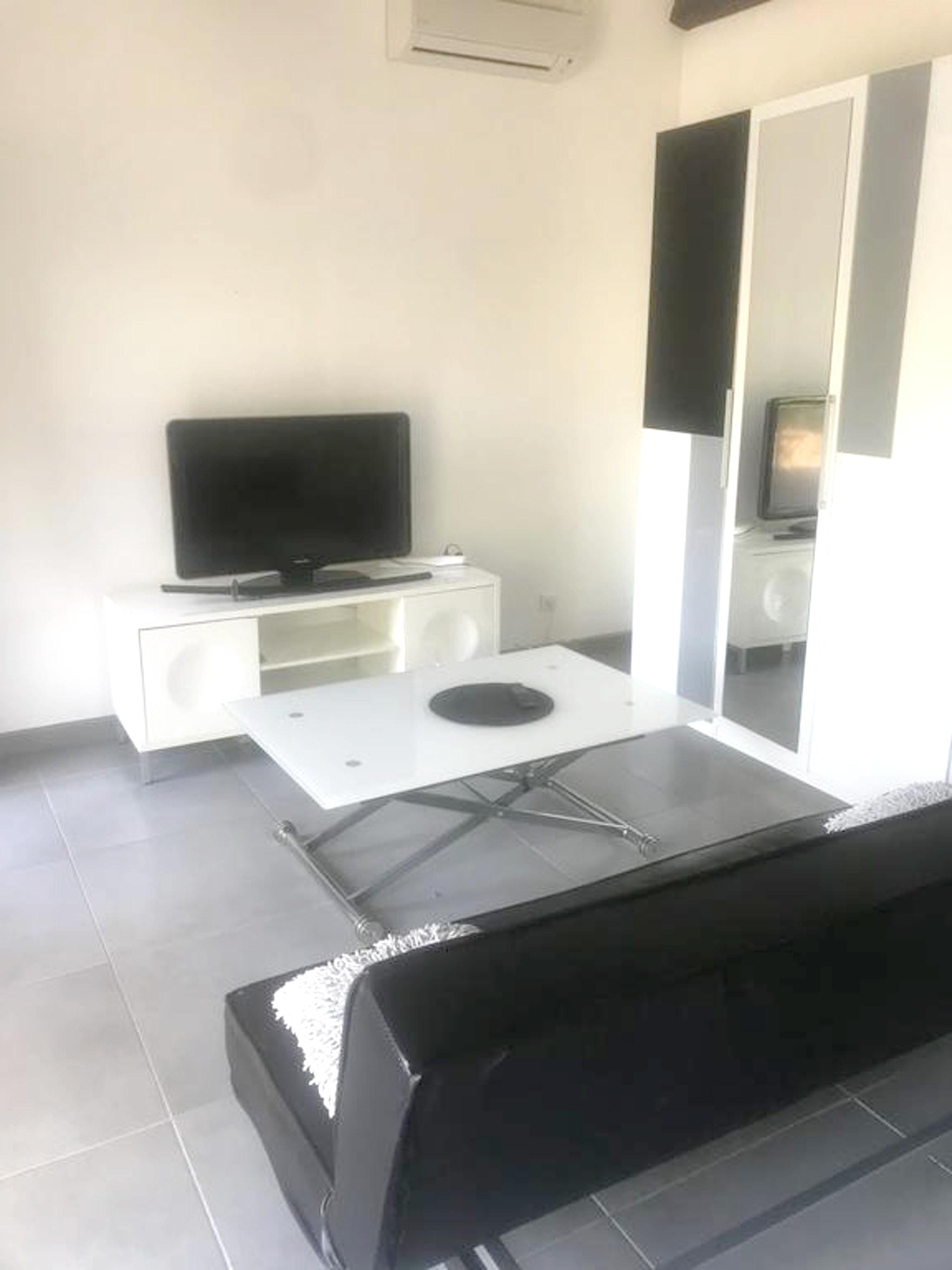 Holiday apartment Studio in Lançon-Provence mit Pool, möbliertem Garten und W-LAN (2676969), Lançon Provence, Bouches-du-Rhône, Provence - Alps - Côte d'Azur, France, picture 2