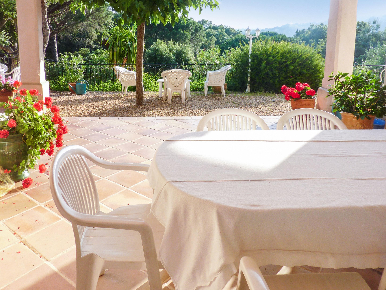 Ferienhaus Villa mit 5 Schlafzimmern in La Croix-Valmer mit privatem Pool, eingezäuntem Garten und W- (2201685), La Croix Valmer, Côte d'Azur, Provence - Alpen - Côte d'Azur, Frankreich, Bild 3