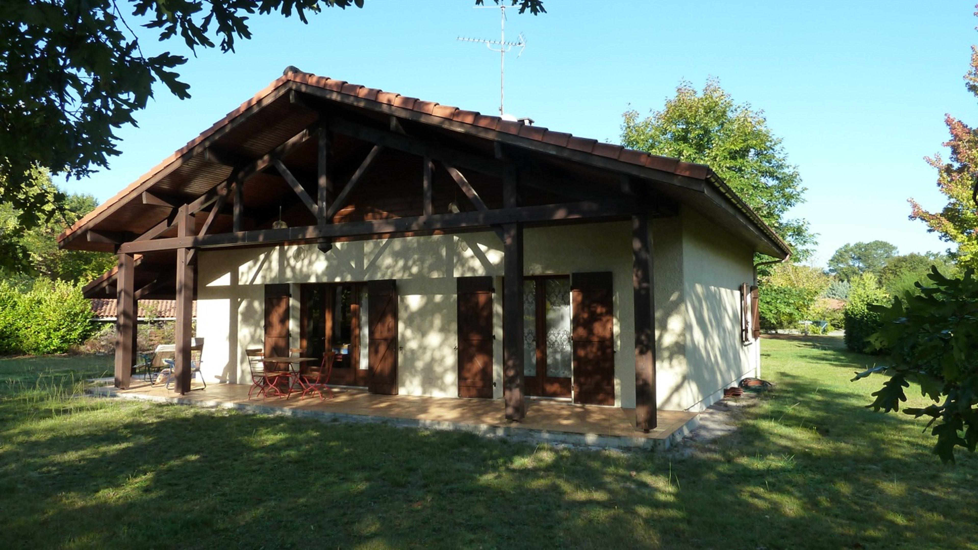 Haus mit 2 Schlafzimmern in Mézos mit m&oum Ferienhaus