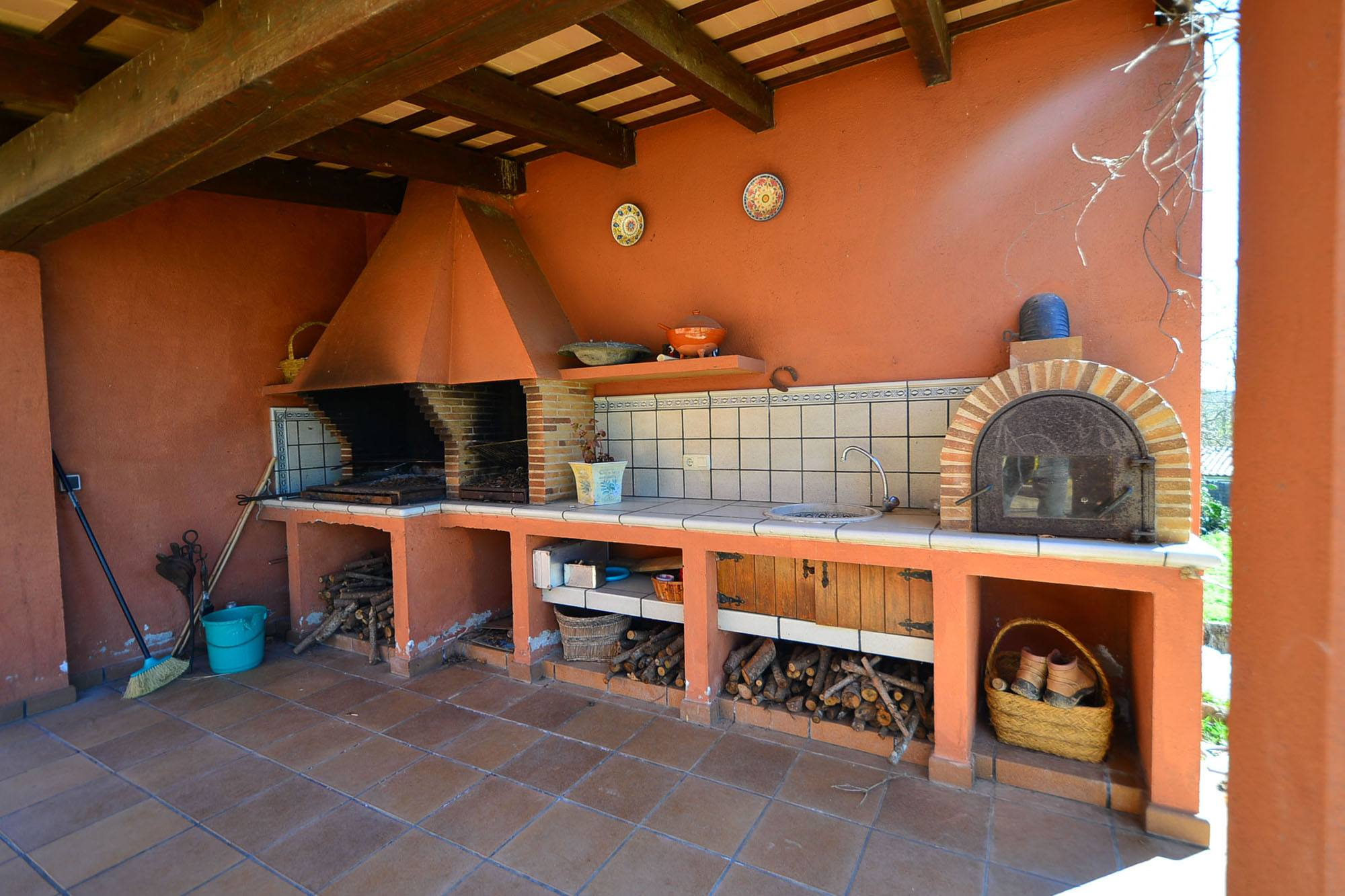 Porches rusticos con barbacoa fabulous casas rsticas with - Barbacoa en casa ...