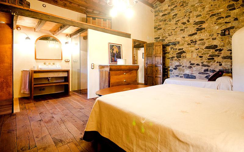 Masia-Restaurada-Cerca-de-Girona-Suite-Principal