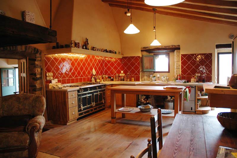 Masia-Restaurada-Cerca-de-Girona-Vista-Cocina