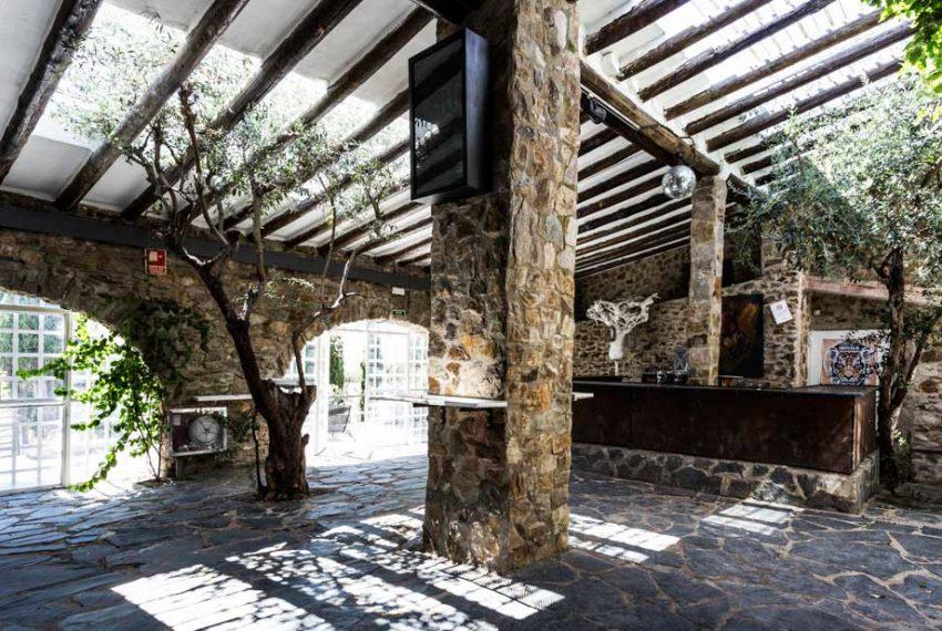 Magnifica-Masia-para-Proyecto-de-Hotel-Terraza