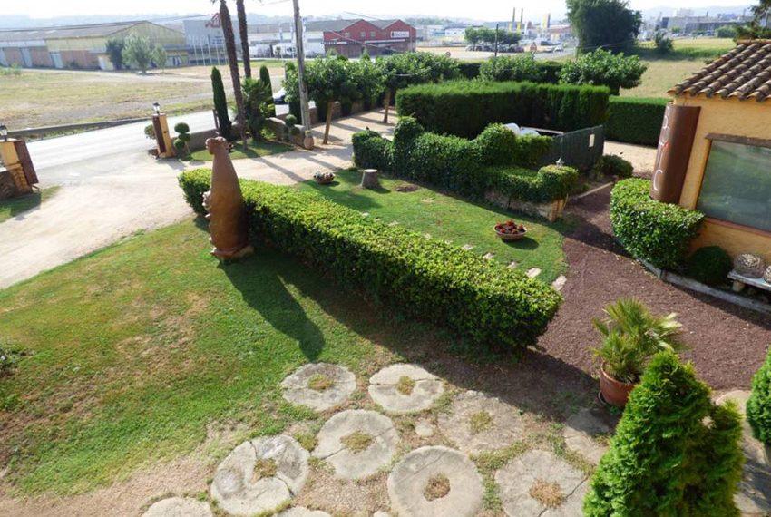 Edificio-Historico-Ideal-Negocio-Entrada-Jardin
