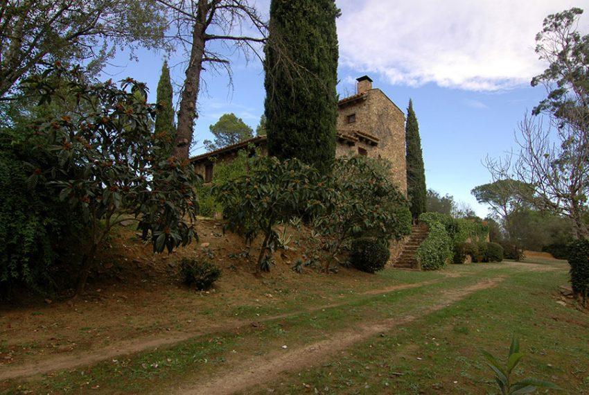 Masia-Rustica-con-Terreno-Vista1
