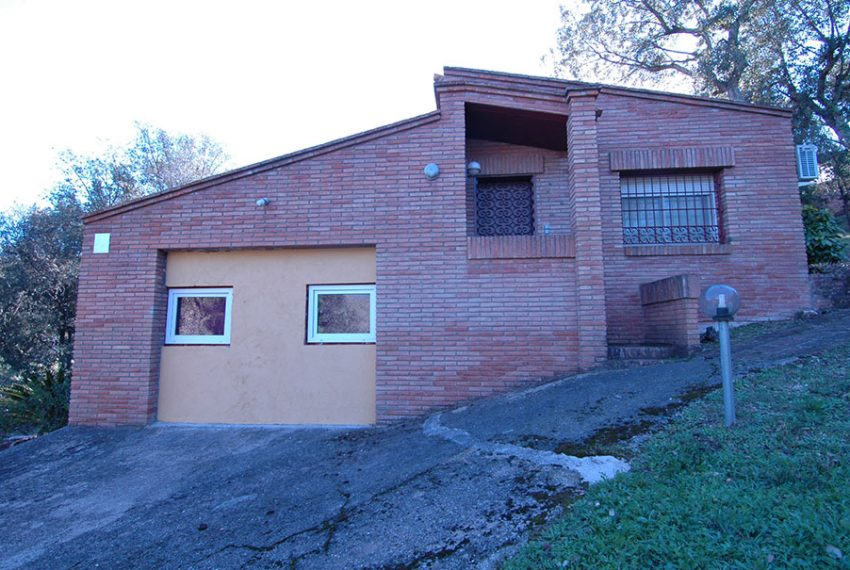 Casa-con-Piscina-Cubierta-en-Urbanizacion-22