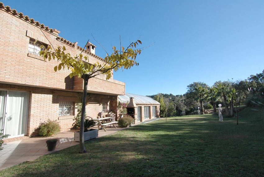 Casa-con-Piscina-Cubierta-en-Urbanizacion-32