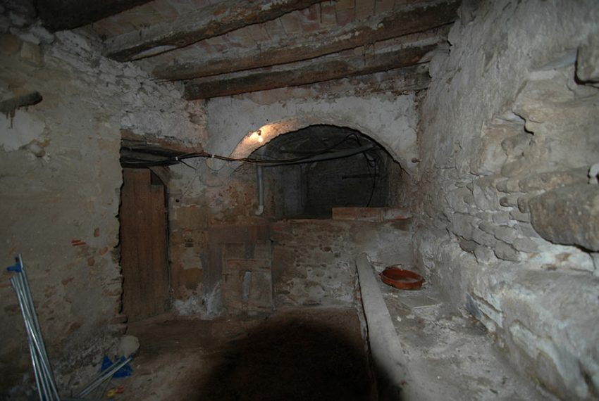 Casa-Pairal-con-Mucho-Caracter-Bajos-4