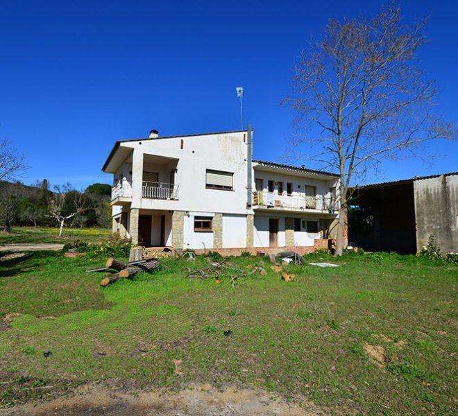 Casa a Reformar con Gran Terreno
