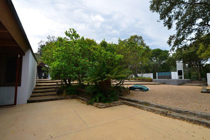 Villa-de-Diseno-en-el-Baix-Emporda-13