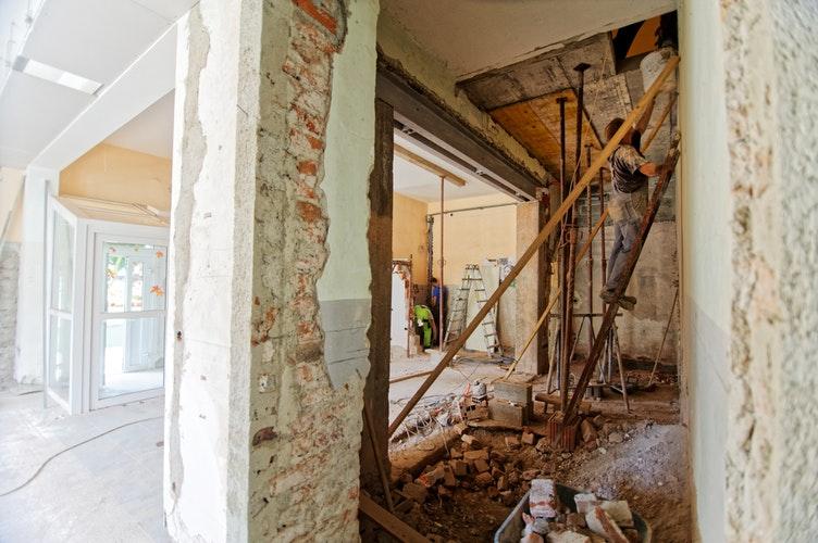 C mo reformar una casa con poco dinero housfy for Reformar una casa vieja con poco dinero