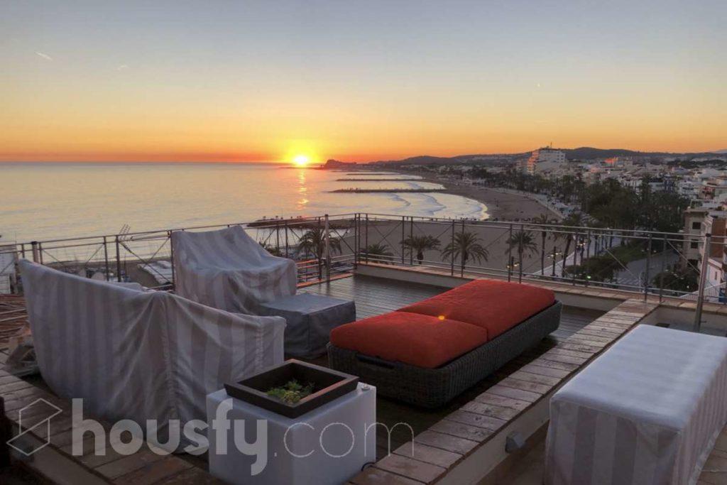 Espectacular Duplex con terraza y Solarium en Sitges.