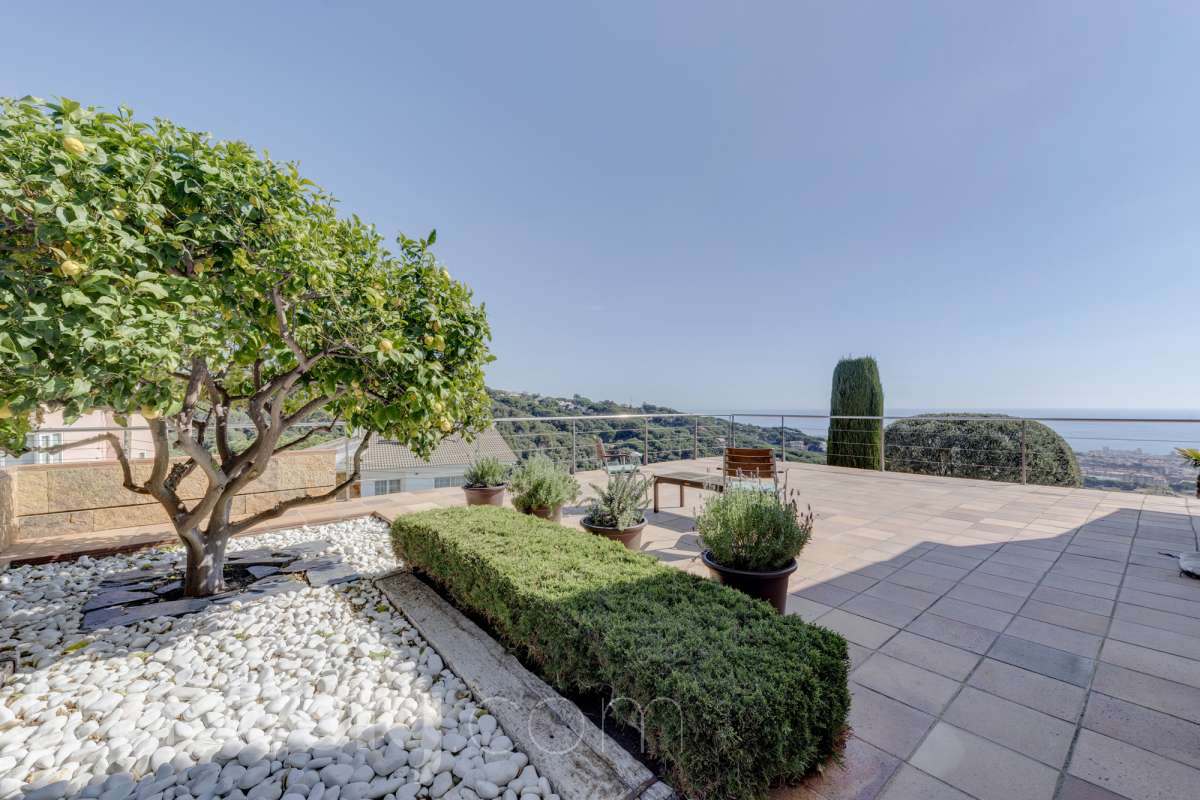 Chalet con amplio jardín en Mataró casas de lujo