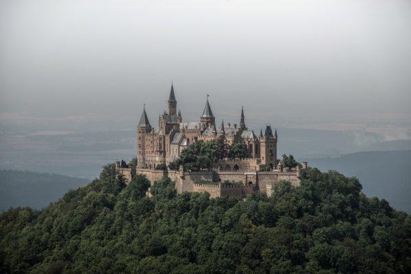 castillo en una colina