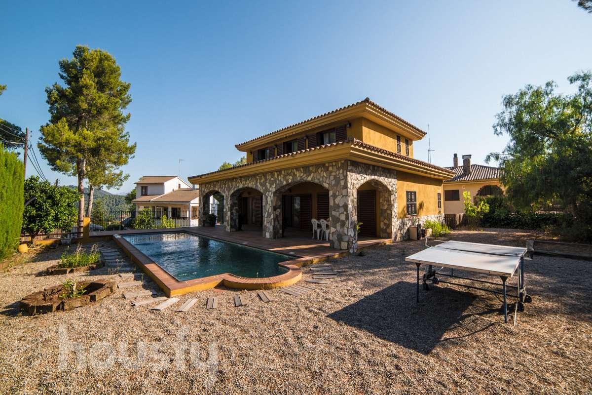 Casa con terraza en Corbera de Llobregat