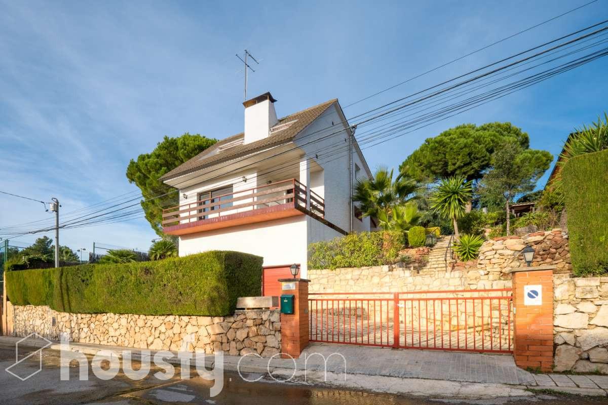 inmobiliaria housfy vende casa en Carrer de Santa Matilde