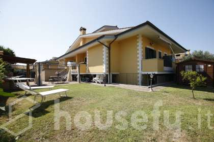 Casa in vendita a Via Pasturana