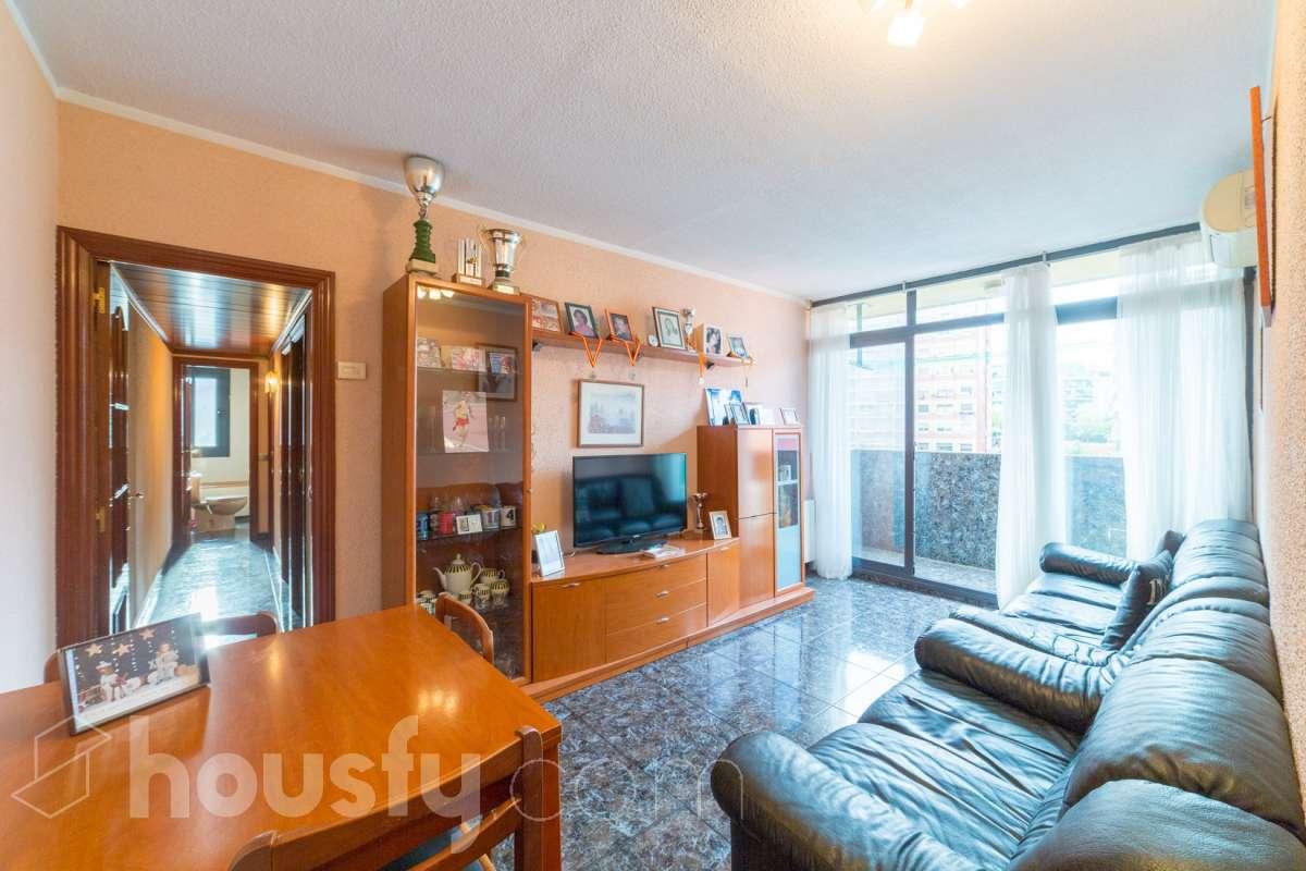inmobiliaria housfy vende piso en Avinguda d'Amèrica